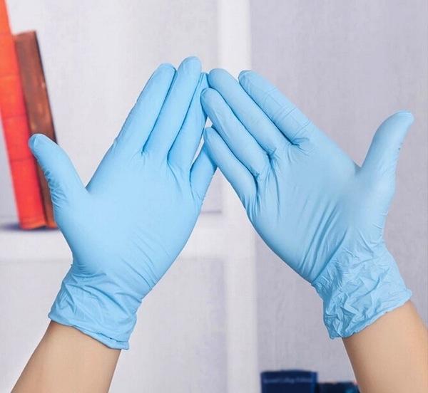 Cách thông tắc thứ 1 : Dùng bàn tay của bạn.