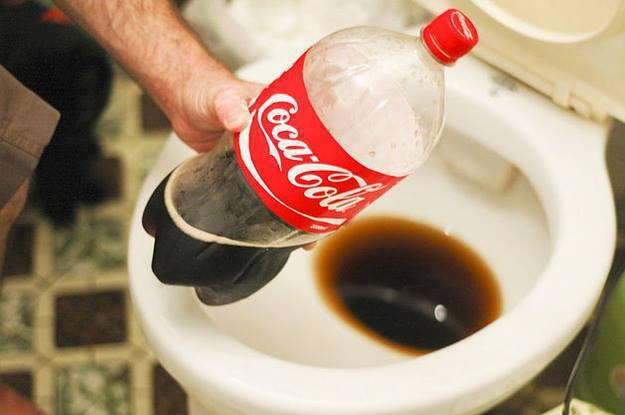 Dùng coca cola