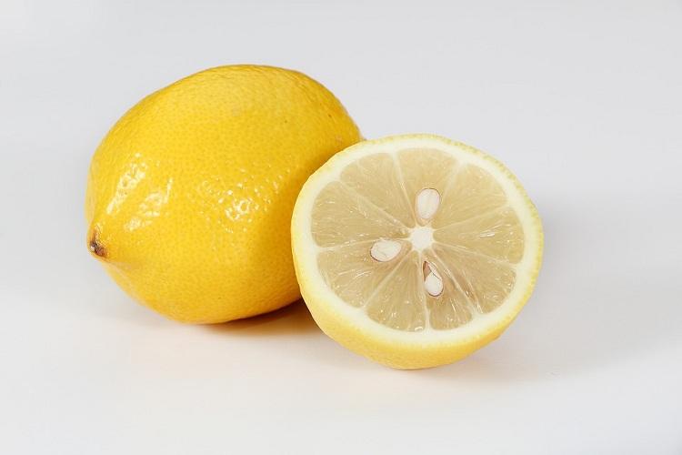 Sử dụng vở cam quýt để xử lý mùi hôi nhà vệ sinh.