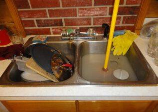 Top 5 cách thông tắc bồn rửa chén bát tại nhà chỉ mất 15 giây