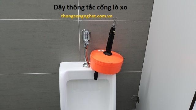 Kinh nghiệm lấy vật cản trong đường ống ra ngoài bằng máy lò xo thông tắc Bửu Nghệ Thành