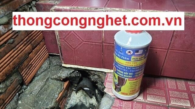 Bồn rửa chén bát bị trào ngược xử lý bằng nước thông cống cực mạnh